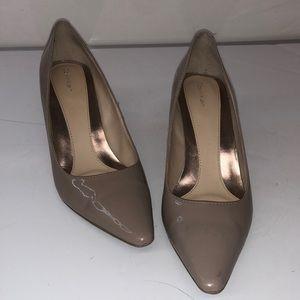 Women's Calvin Klein tan heels size 8.5